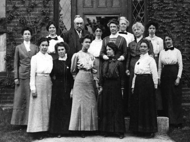 """一百多年前,大多数""""程序员""""竟然是女性"""