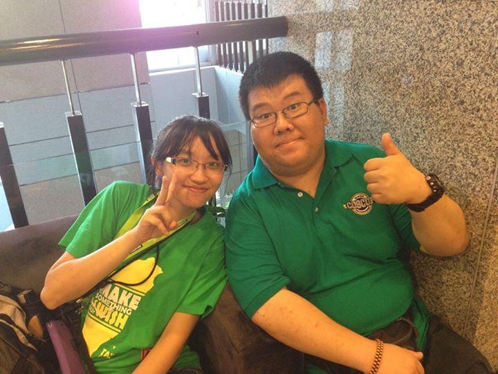 与志愿者Yu-Chu Tu ,还有另一个志愿者和她很像,以为是双胞胎,一直差点认错人。我是靠她的发巾来识别的。