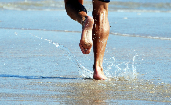 Running-on-beach-by-sundero.jpeg-560x345