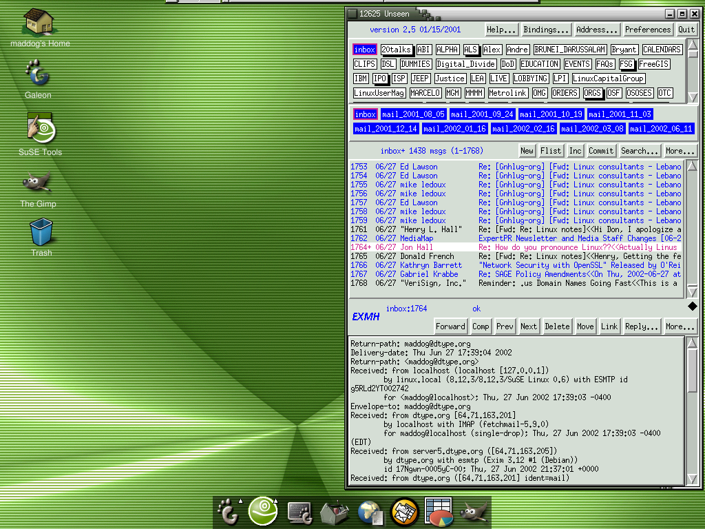 Jon Hall的笔记本电脑桌面,截图于2002年7月