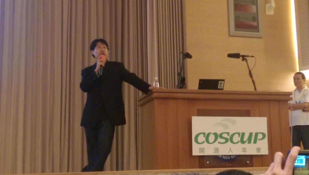 黄敬群在 COSCUP 2015 的封麦演讲