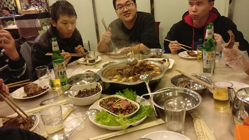 北京沙龙在吃羊蝎子