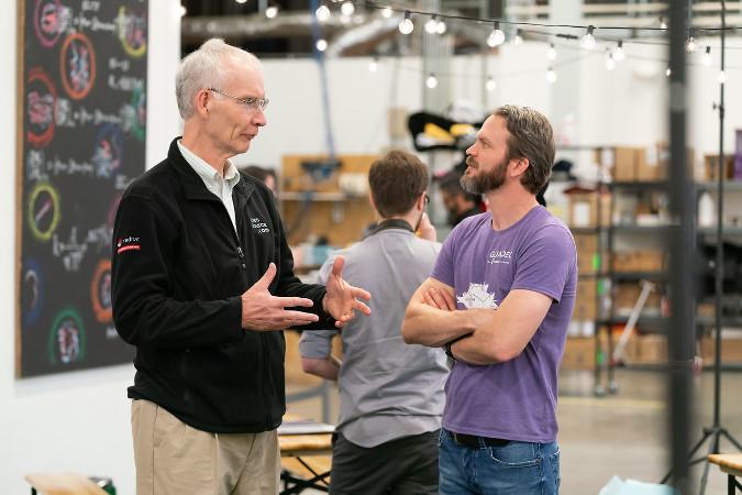 在 Thelio 启动时 Don Watkins 与 System76 的 CEO Carl Richell 谈话